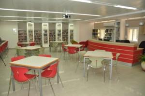 """הספרייה החדשה ב""""שפרינצק"""". בנייה מודרנית ונוחה לשימוש. צילום: רפי עשור"""