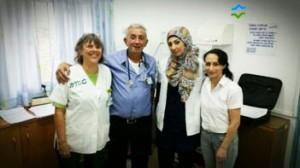 צוות המרפאה שהציל את המטופל.צילום: כללית