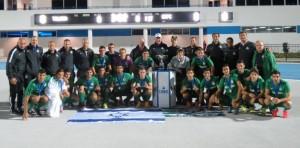גאווה. חוזרים עם הגביע. צילום: אתר מכבי חיפה