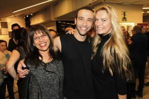 עם ציפי לוין רפאלי (אמא של בר) ואמיר הלל כוכב ההצגה. בן צבי. צילום: רפי דלויה.