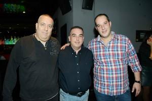 """שלומי פרומן ואיתי מנהלת המשמרת יחד עם ניר אהורני מבעלי קבוצת עיתוני כוכב:תצלום יח""""צ"""
