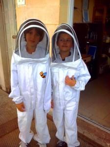 מתחפשים לדבוראים- צילום באדיבות מכוורת אלוני אבא