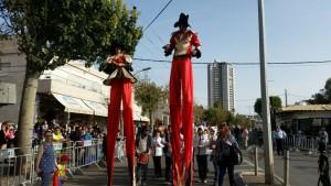 ראש העיר אריה טל, הוביל את תהלוכת העדלאידע כשהוא מחופש לנסיך פרסי שנוסע בכרכרה. צילום: עיריית טירת כרמל