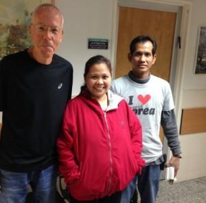 פרופ' עודד יורים והמטופלת מהפיליפינים שהוא הציל את חייה. צילום: כללית