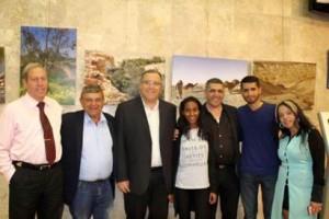 ראש העירייה דוקורסקי, סגן השר מזוז, דואק, משפחת אלוני ונציגי הסטודנטים בטקס הענקת המלגות