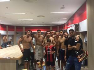 שחקני הפועל חיפה ממשיכים את החגיגות בחדר ההלבשה אתמול