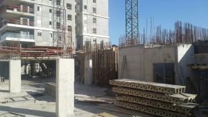 עבודות ההקמה של המגדל השני בפרויקט מנרב בשמורה . צילום- שרית נס