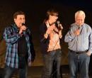 במהלך המופע הזמין נצר לבמה את ראש העיר חיים צורי ורעייתו דפנה לשיר. צילום: עיריית ק. מוצקין