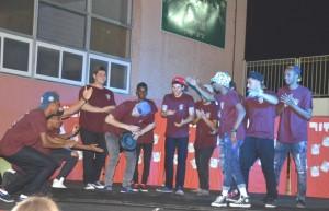 53 בוגרים חגגו במסיבת ריקודים וסטנד אפ. צילום: שרה איקו