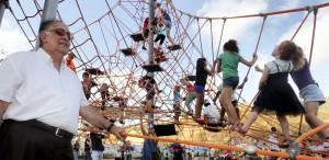 בפארק מתקני משחק אתגריים הגדולים בחיפה, משחקים לגיל הרך, מתקני טיפוס, ערסלים ונדנדות. צילום: עיריית חיפה