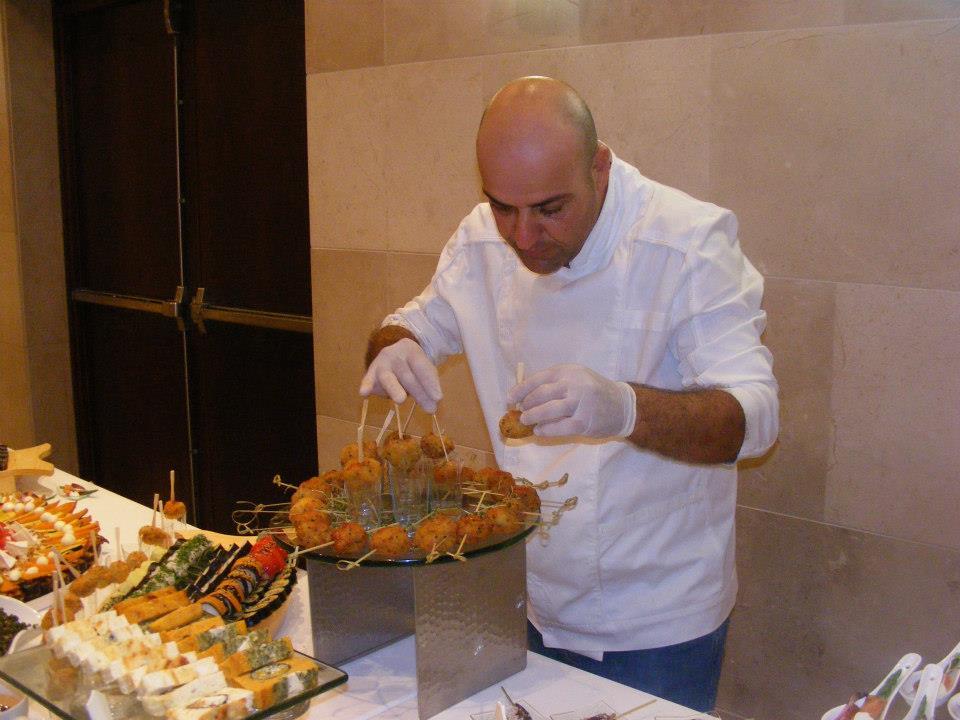 השף יגאל כרפיס בטיפ השבועי:סידור והגשה הם חלק חשוב מאד בארוחה על כן יש לשלב טעמים וצבעים בסידור זורם צילום עצמי