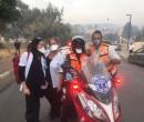 אנשי מכבי עם מתנדבי שירות והצלה בזמן השריפה. צילום: מכבי