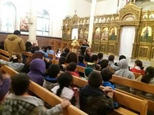 ילדי ליאו בק מבקרים בכנסייה. צילום: ליאו בק