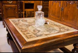 פריטי וינטאג' דקורטיביים יחודיים אשר יוצרו במלאכת יד ומיובאים מפירוק טירות של רוזנים ודוכסים