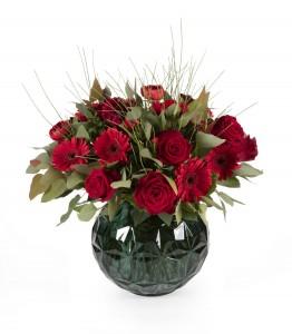זר פור יו-וולנטיין 2017. זר ורדים אדומים החל מ 159 שח. צילום קית גלסמן