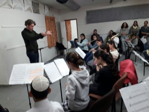 """""""הביקור בכנס מנצחים והצפייה בפעילות התזמורת הלאומית היוו חשיפה חשובה לנגנים הצעירים שלנו"""""""