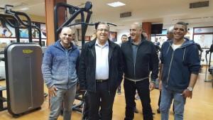 בתמונה: ראש העירייה, אלי דוקורסקי, עם מנהל מרכז קרלינר - קאנטרי אפק, יאיר ביטון, בחדר הכושר המשודרג