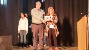 """בתמונה: ראש העירייה, אלי דוקורסקי, עם שרונה שנהר, מנהלת איל""""ן חיפה"""