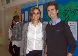 בתמונה: ארז ליבנה ומירב אפלויג. במהלך שלושה חודשים נוספים התלמידים מפתחים את הפרויקט שלהם כשבסיומה של הלמידה מתקיים יום שיא להצגת הפרויקטים של הקהילות הלומדות. צילום: אלכס פוטפוב