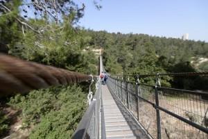 הגשרים התלויים. מהווים לאורך כל השנה מוקד משיכה למטיילים רבים. צילום: רז חודק