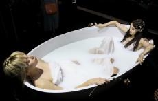 מיצג אמבטיות של נגב בשיתוף קרן וולף לשבוע האופנה צילום אלירן אביטל