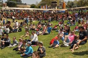 פסטיבל האביב משנים קודמות. פארק מתנפחים ענק ומשוכלל, סדנאות יצירה מקוריות, מתחמי פעילות, קרקס, הפעלות לילדים, דוכנים ושלל אטרקציות