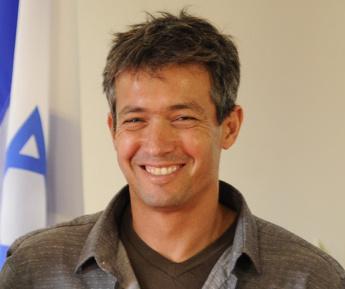 יועז הנדל. תמונה מתוך ויקיפדיה