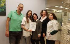"""בתמונה משמאל לימין: ד""""ר אורי זהריה, מנהל רפואי, יאנה טולסטופיאטוב, מאשה גונבקו, מזל יוסף, מילנה ברסקי. תמונה: יחסי ציבור"""