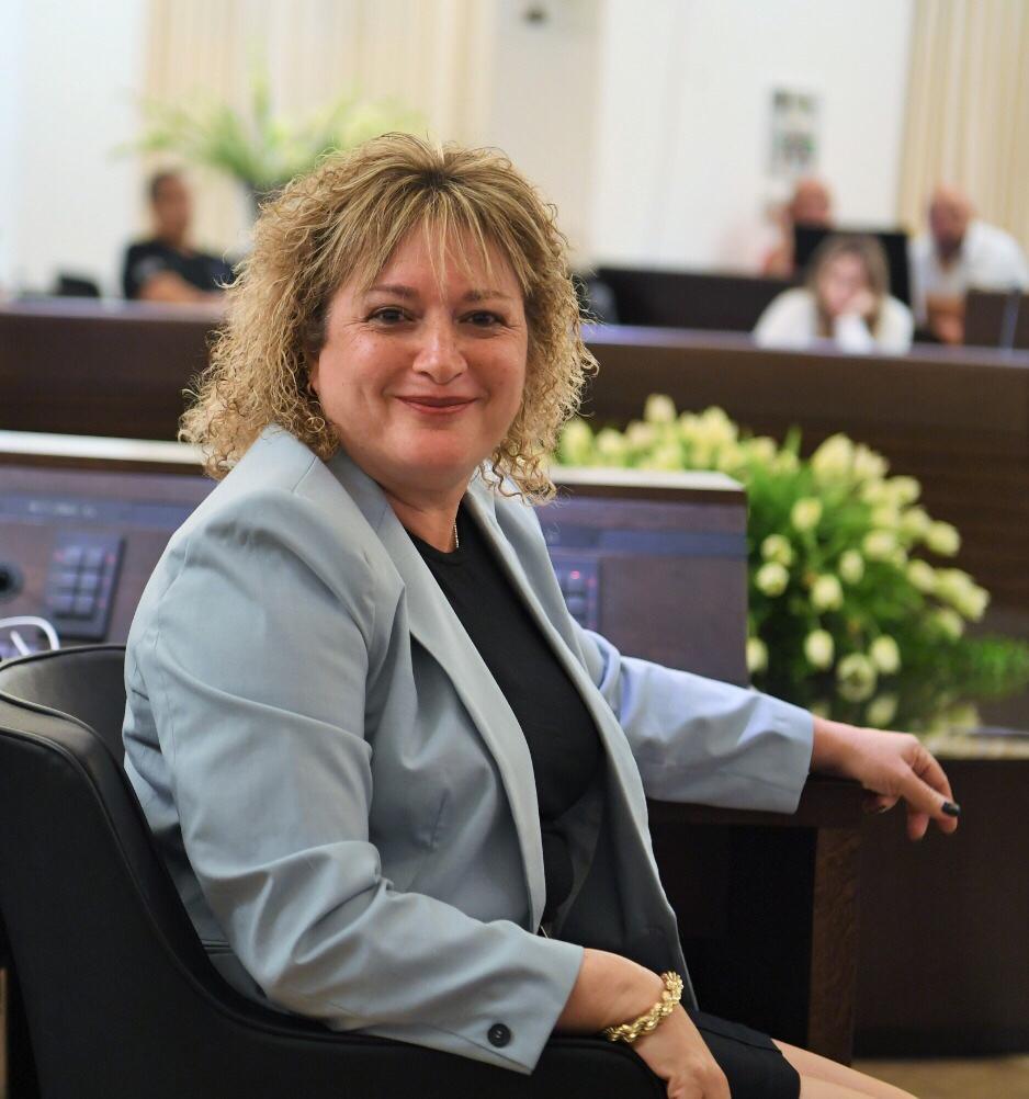 מחזיקת תיק החינוך, חברת המועצה סיגל ציוני. צילום: דוברות עיריית חיפה